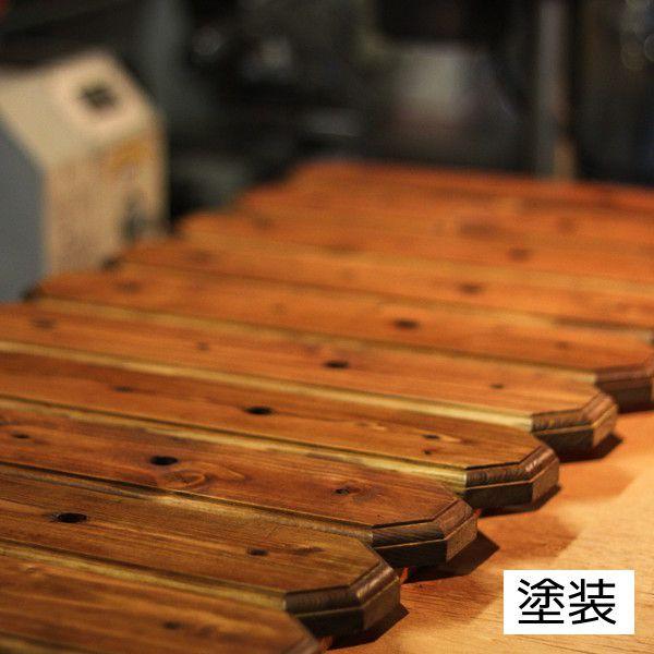 木工塗装風景 木目が生きるようステインやオイルなどで仕上げます