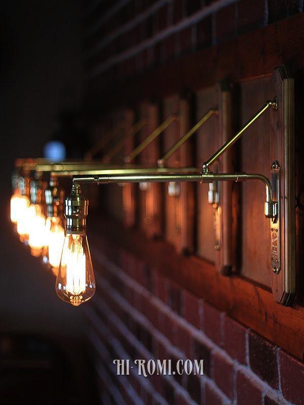 1点物(ワンオフ)のブラケットライトですが複数並べて設置も美しい