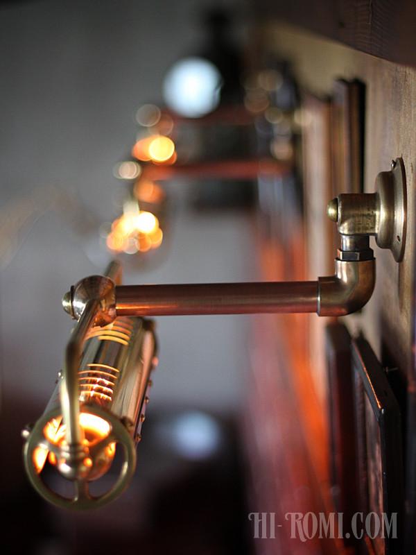 アンティーク照明でも人気の高いピクチャーライトをよりハードにかっこよく