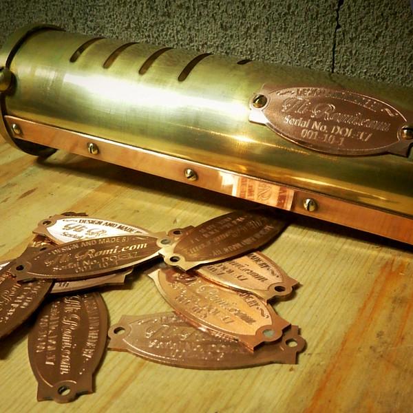 採用された照明器具用の銅板プレート|ピクチャーライト