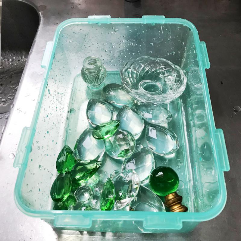 綺麗に洗い終わったガラスパーツ|シャンデリアパーツの洗浄