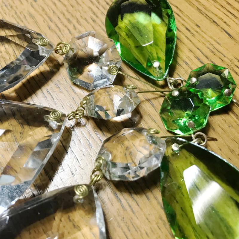 緑青が回っていた真鍮製の繋ぎ金具は新しいものへ交換|プリズムの繋ぎ金具