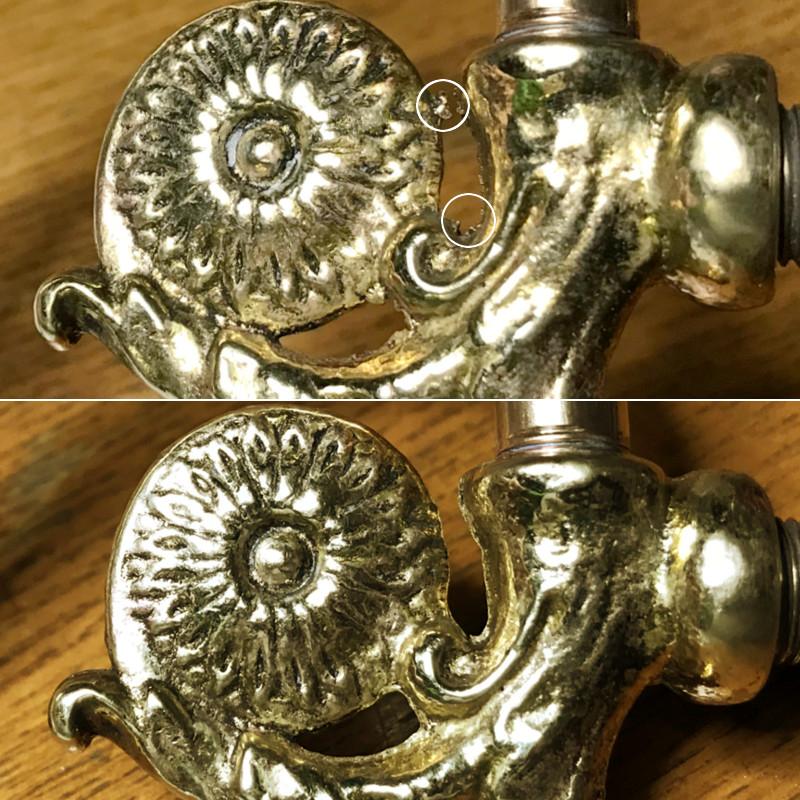 真鍮製の装飾金具にあるバリを丁寧に取り除きます