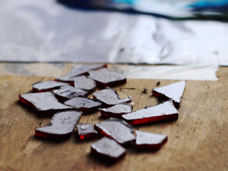 ガラスピースの切り出し|ステンドグラスパネルの製作