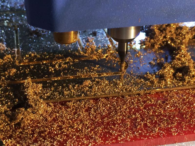 CNCコンピューター制御の切削機を使って真鍮タグを製作