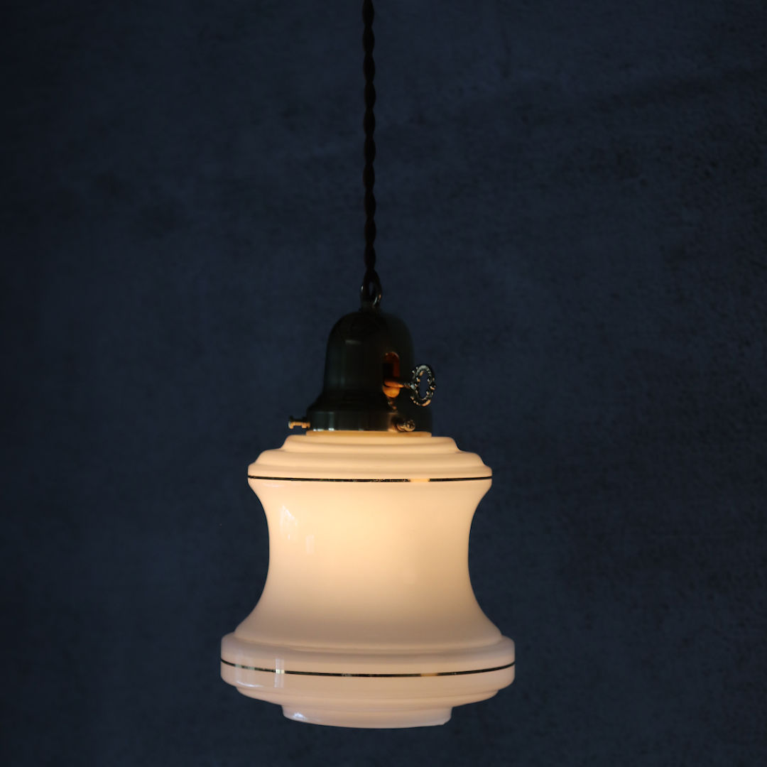 ミッドセンチュリーミルクガラスシェード付ペンダントライト|アンティークガラス吊下げ照明ランプ