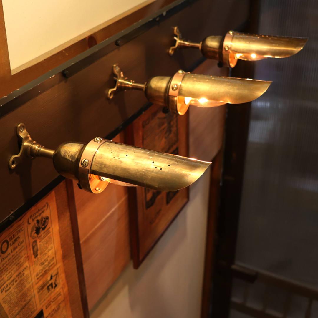 複数台を並べた様子|インダストリアル真鍮製ピクチャーライト