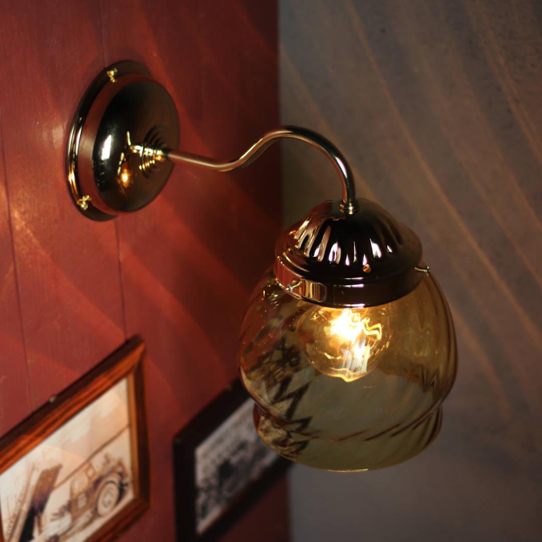 白熱球20Wのボール球を設置して撮影 LED電球にも対応ブラケットライト