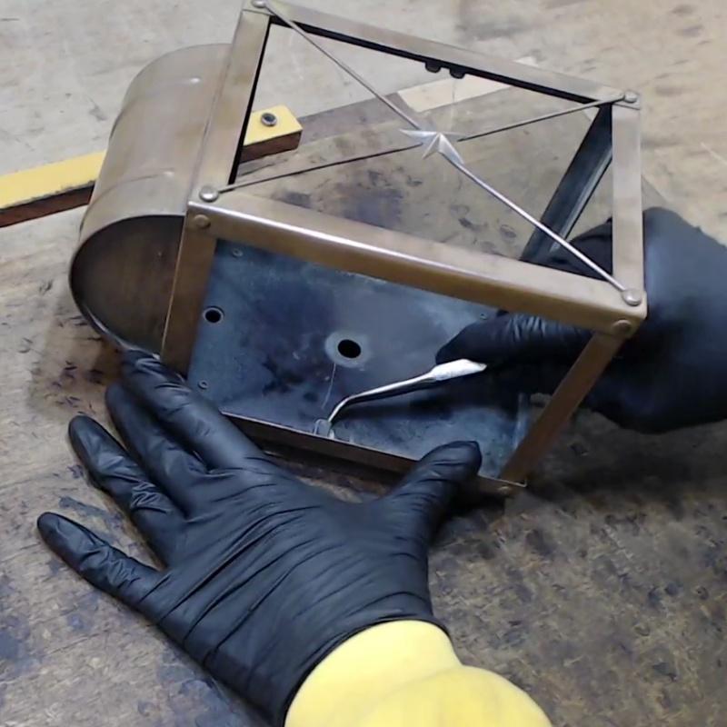 修復の様子 USAヴィンテージリメイクランプ・ランタンブラケットライト