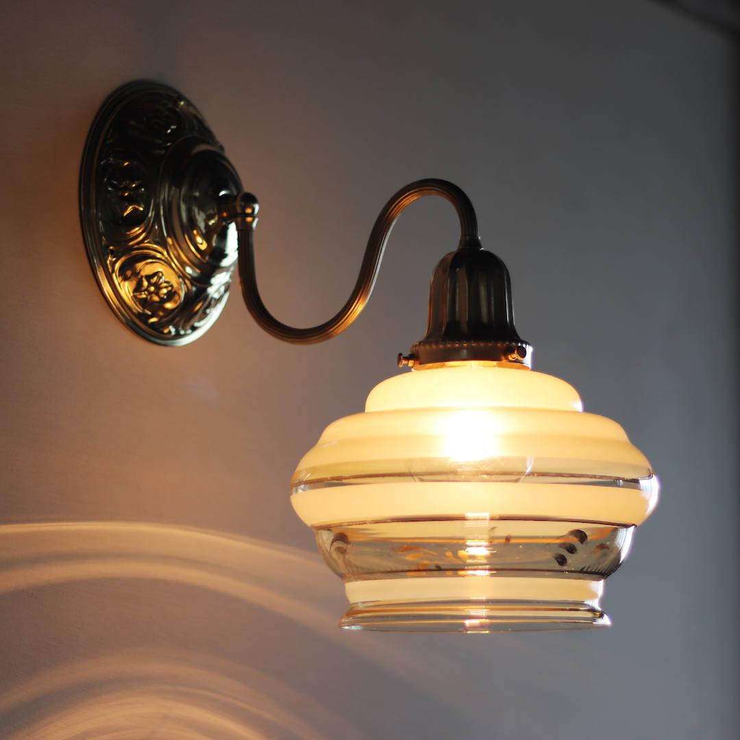 アンティーク壁掛け照明|USAヴィンテージ金彩アンバーガラスシェード付ブラケットライト