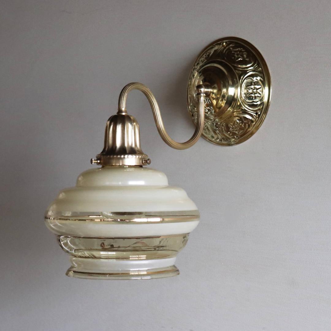 消灯時のアンバーガラスシェード|アンティークブラケットライト照明