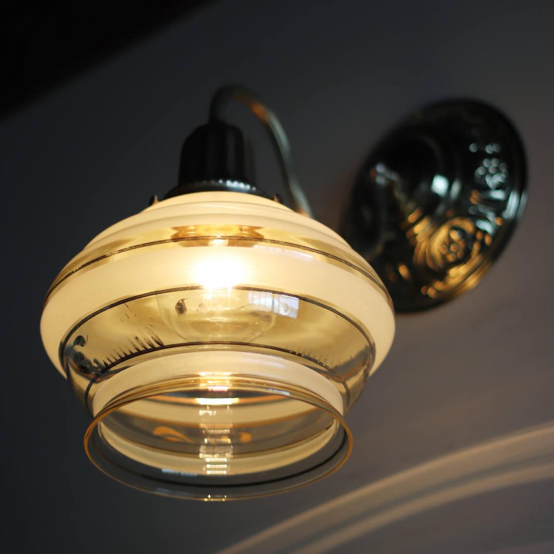 USAヴィンテージ金彩アンバーガラスシェードのブラケットライト|コロニアル壁掛け照明
