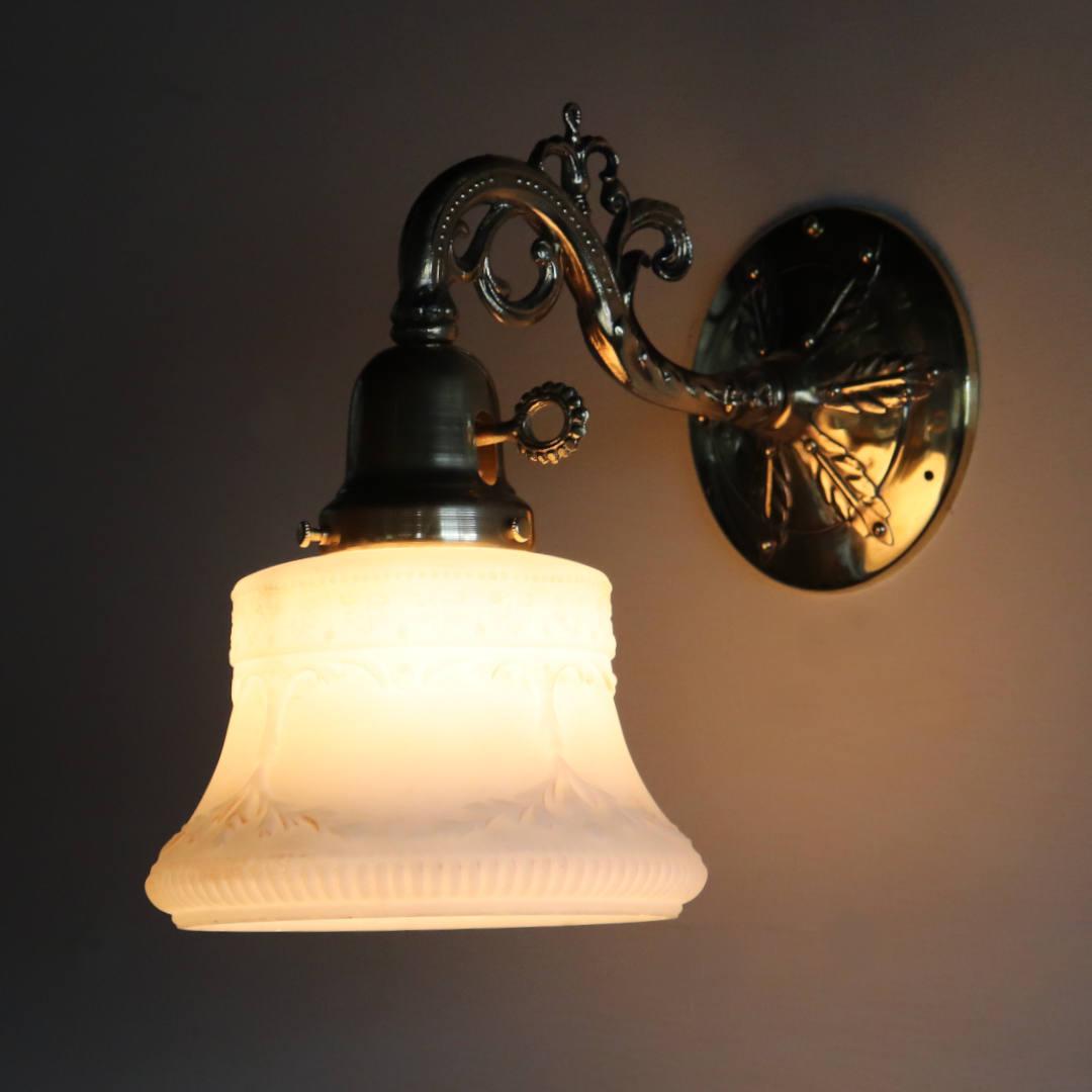 USAヴィンテージミルクガラスシェード付コロニアルブラケットライト照明
