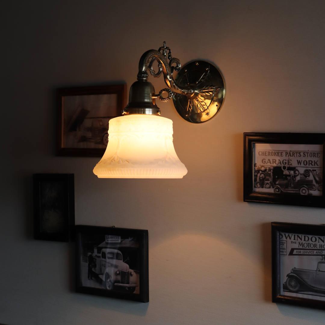 USAヴィンテージミルクガラスシェード付コロニアルブラケットライト|アンティーク壁掛け照明