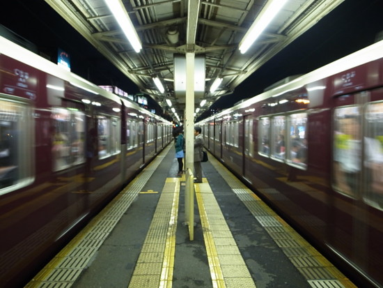 阪急電車(中津駅)
