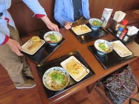 2014年5月3日-久しぶりに4人で外食です...質素にうどんです