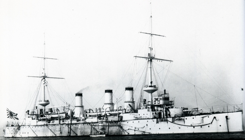 Japanese_cruiser_Azuma_at_Portsmouth
