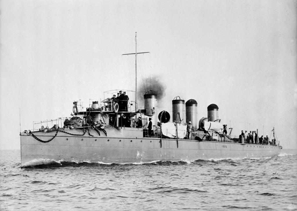 Kasumi_Torpedo_Boat_LOC_ggbain_16980u