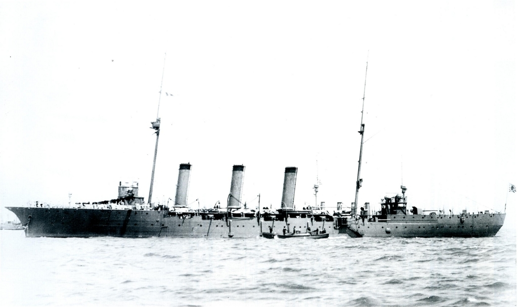 Japanese_cruiser_Tone_at_Portsmouth_1911