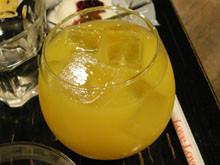 不倒翁杯的果汁