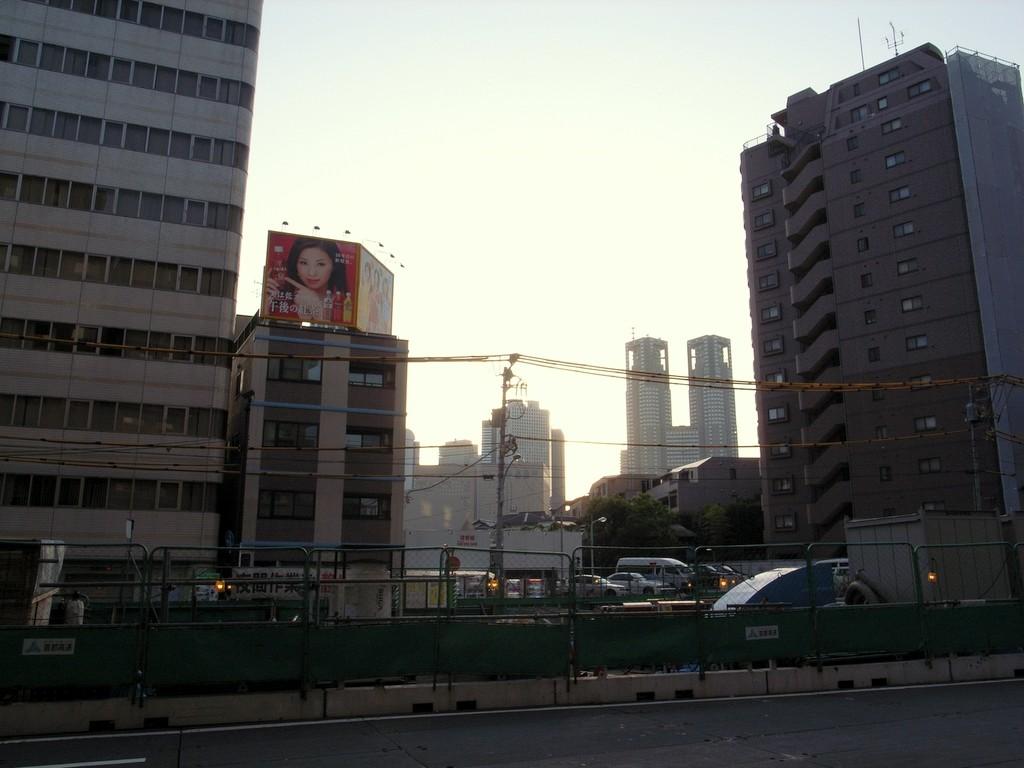 早朝・西新宿1