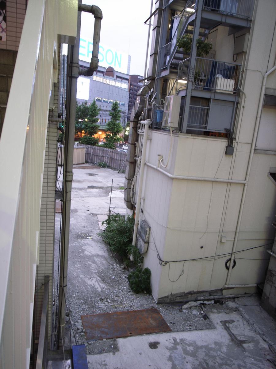 新宿moreの隣02
