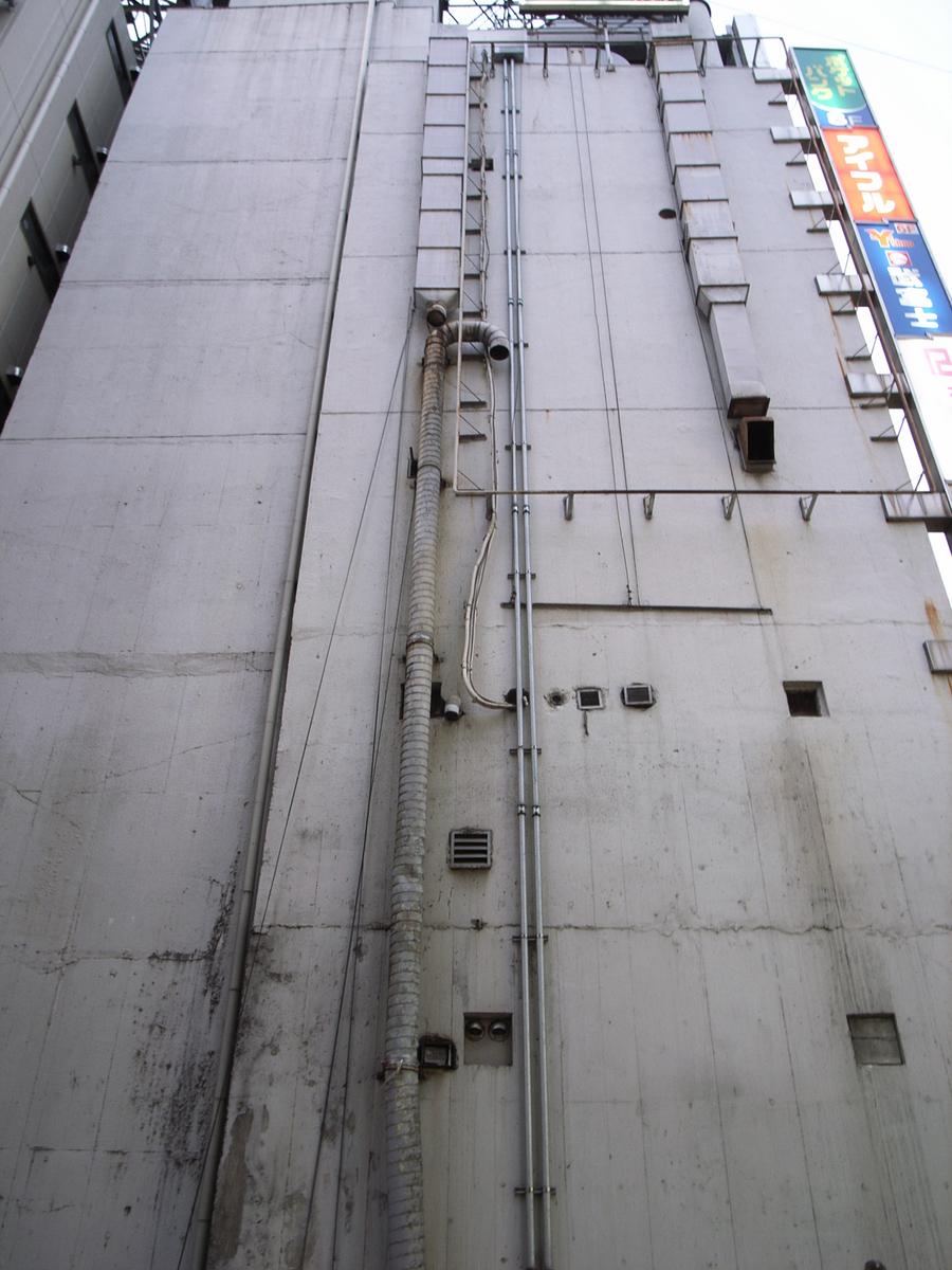 新宿moreの隣03