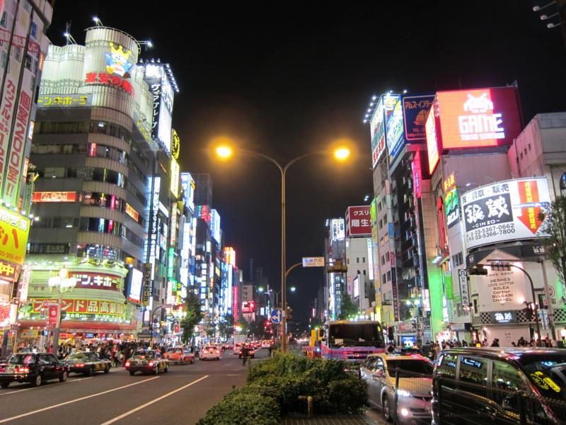 新宿 靖国通り中央