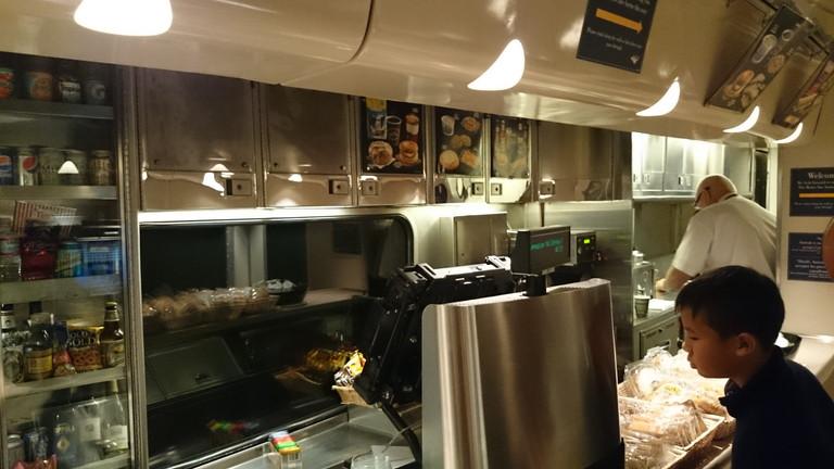 カスケード号のキッチン2