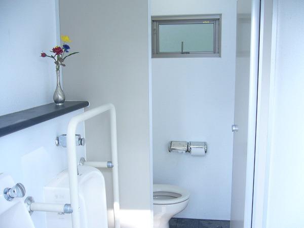 男子トイレの内部