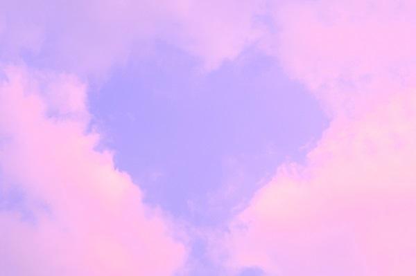 ハート型の夢かわいい雲