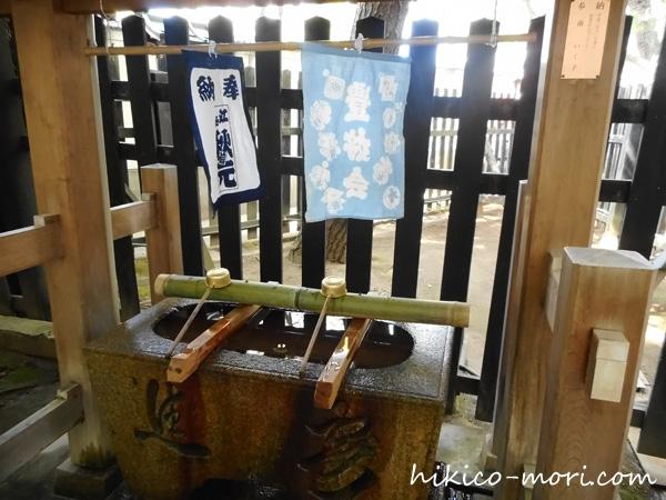 白山神社裏の手水舎
