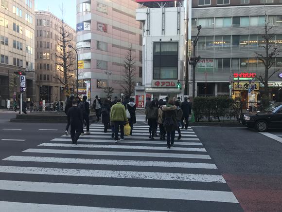 アコム前の横断歩道