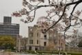 原爆ドームと桜(2)