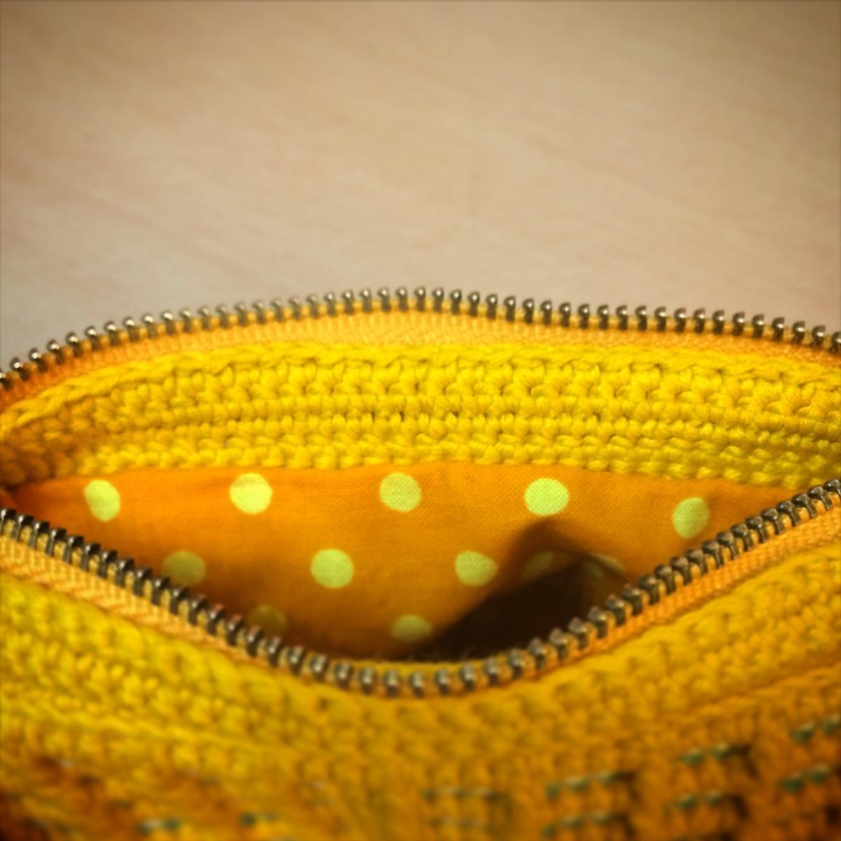 ワッフル編みのポーチの内側