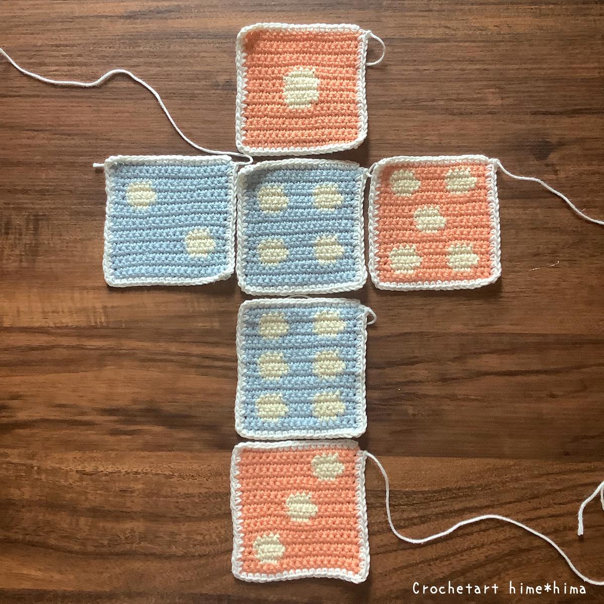 サイコロの展開図縁編み後
