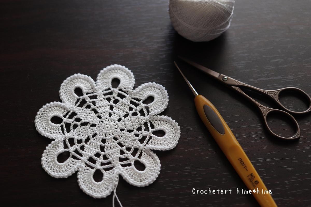 金票レース糸で編む花のドイリー