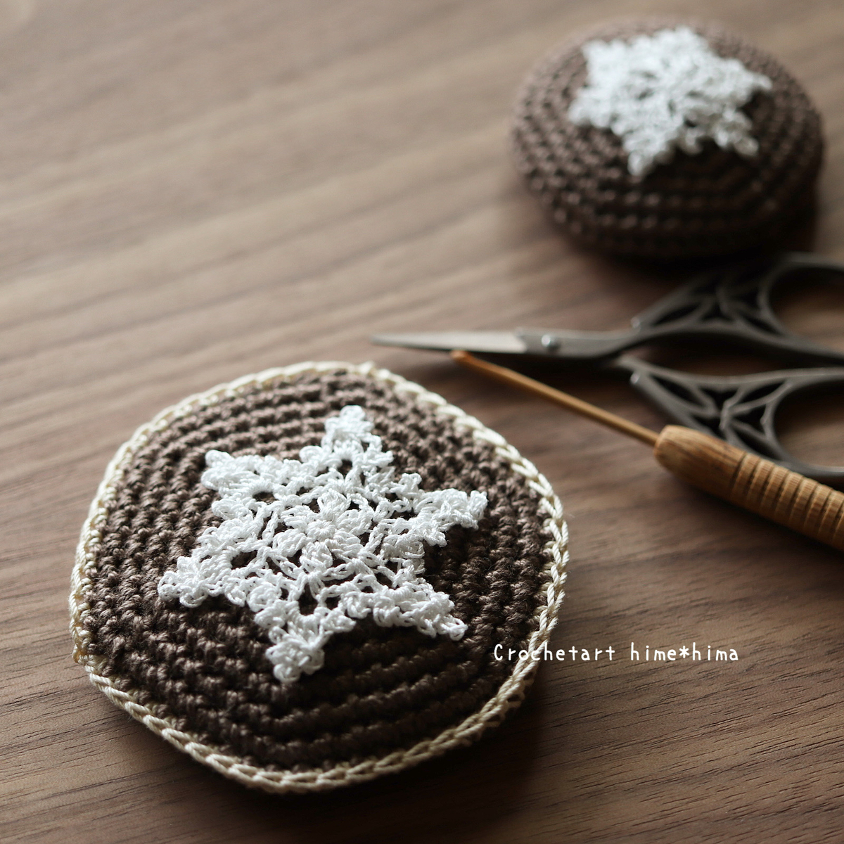 編み包んだ無印良品の丸型コンパクトミラー
