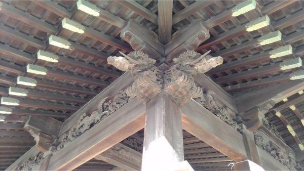 舞殿の木鼻の彫刻