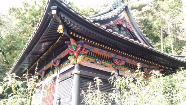 少彦名神社の左正面から見た軒下