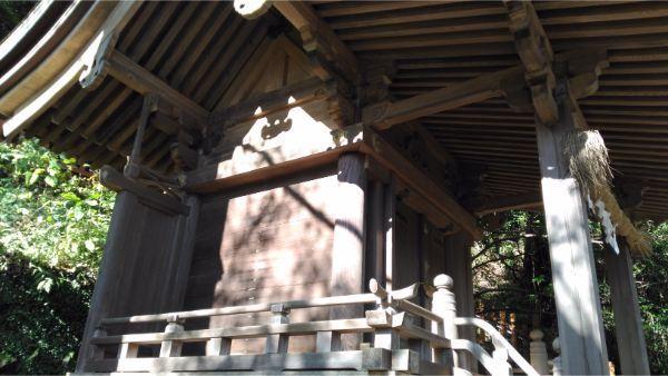玉鉾神社の側面図