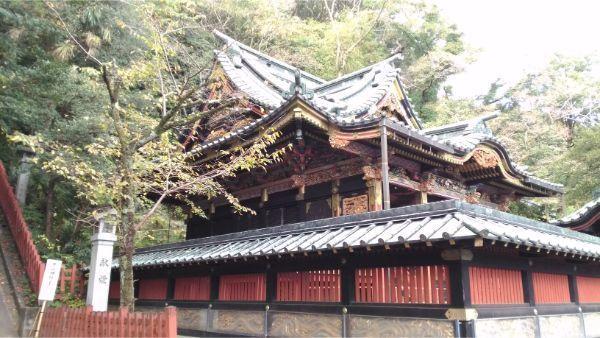 八千戈神社を斜めから見た図