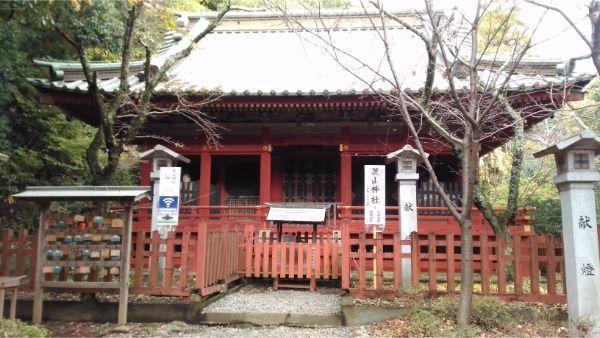 麓山神社の拝殿