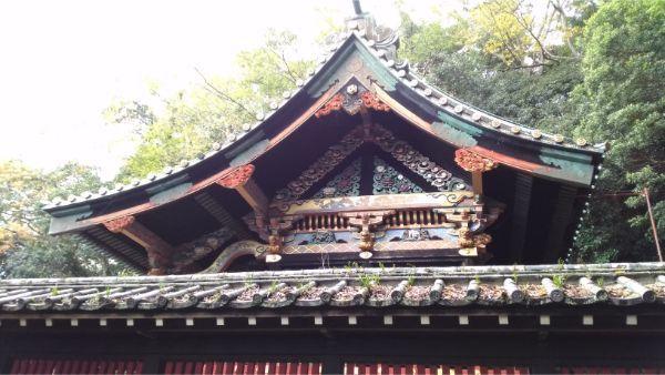 麓山神社の本殿の側面