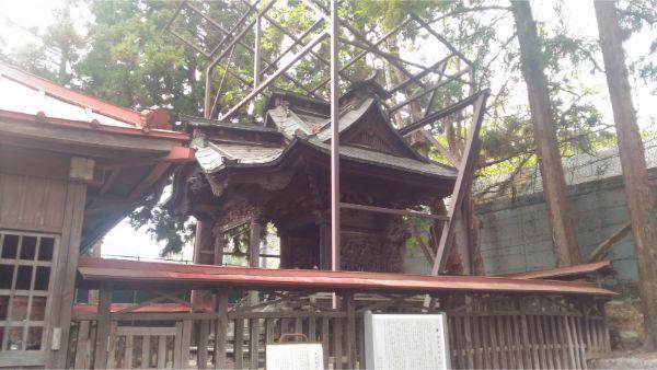 初鹿野諏訪神社の本殿右側