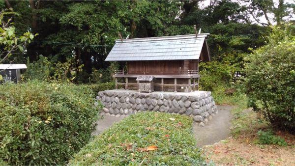 御穂神社の境内社、神明造