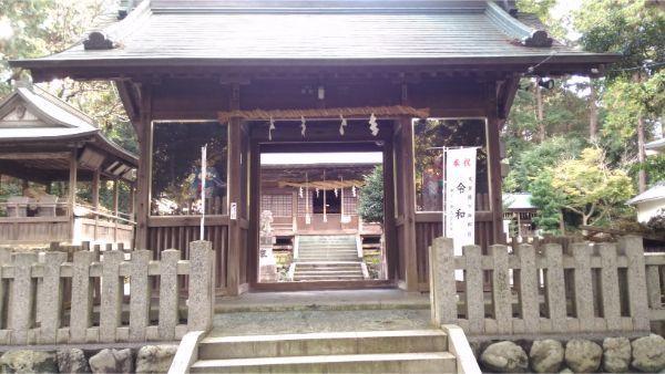 草薙神社の随神門