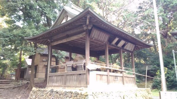 草薙神社の神楽殿