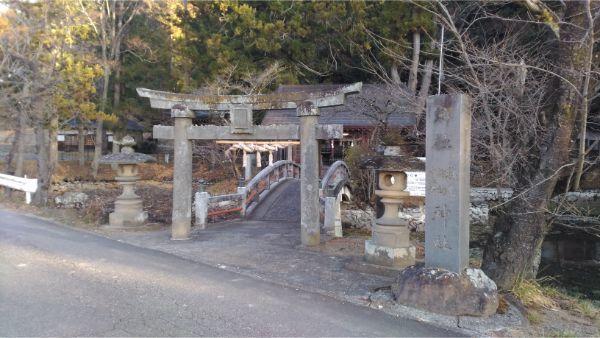 穂見諏訪十五所神社の境内入口