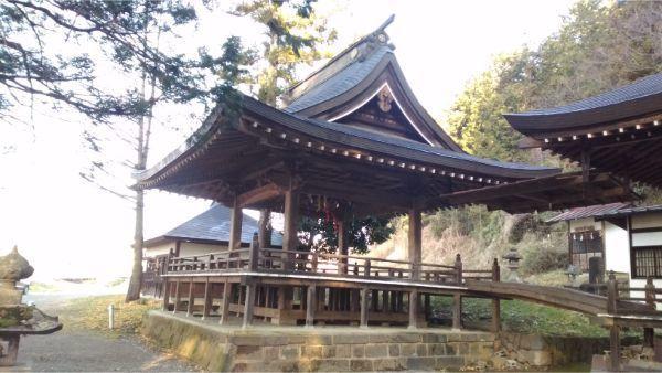 穂見諏訪十五所神社の神楽殿